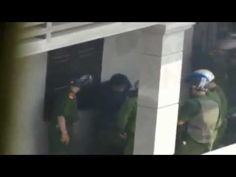 New - Công An dã man đánh phụ nữ trong vụ Văn Giang & 2 phóng viên VOV