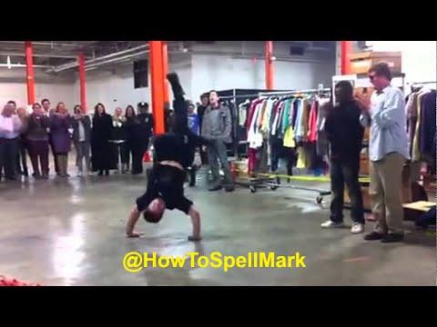image vidéo Un policier fait le break dance