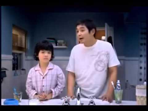 Bé Ăn Ngon PS quang cao Ba Nam & Bo Ngủ với con gà