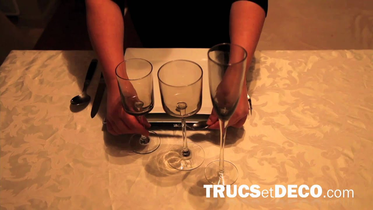 comment dresser une table tutoriel par youtube. Black Bedroom Furniture Sets. Home Design Ideas
