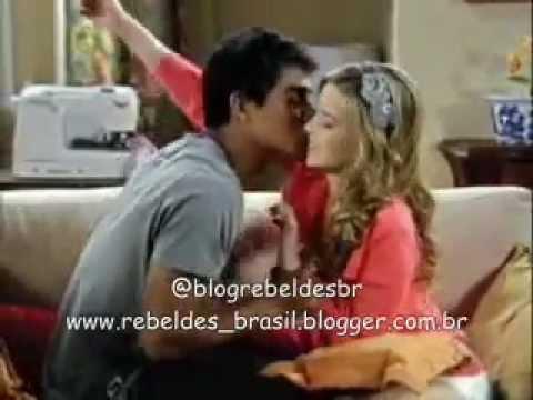 Rebelde Brasil - Pedro aperta, abraça e beija Alice (24/02/2012)