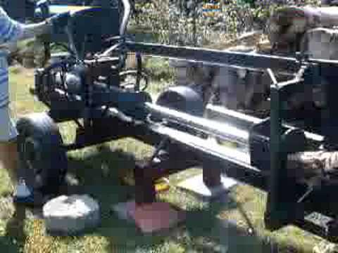 Maszyna do łupania drewna.