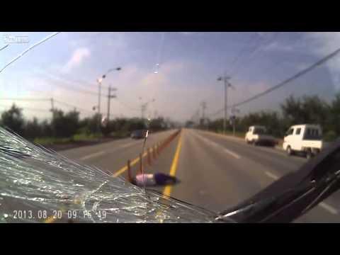 facebook_videos 可怕的行人過馬路事故