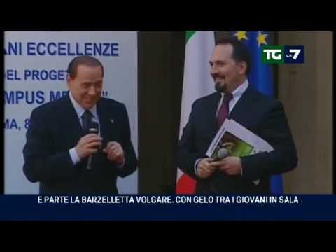 Berlusconi ci riprova con le barzellette sporche, ma è gelo (08/04/2011)