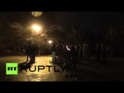 Ukraine: Protesters build barricades in Simferopol after violent clashes