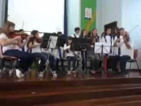 Aquarela de Toquinho e Vinícius de Moraes com grupo de violinos e coral infanto-juvenil