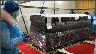 Khai quật mộ cổ, phát hiện bảo kiếm 2300 năm, bên ngoài vỏ biến màu đen nhưng tút ra sáng bóng lạ