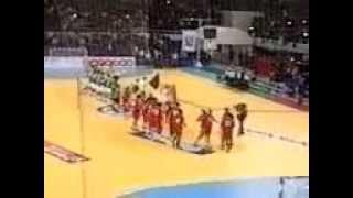 شاهد ماذا كانت تفعل الجماهير الجزائرية عندما عُزف النشيد الوطني المغربي في كأس إفريقيا لكرة اليد | زووم