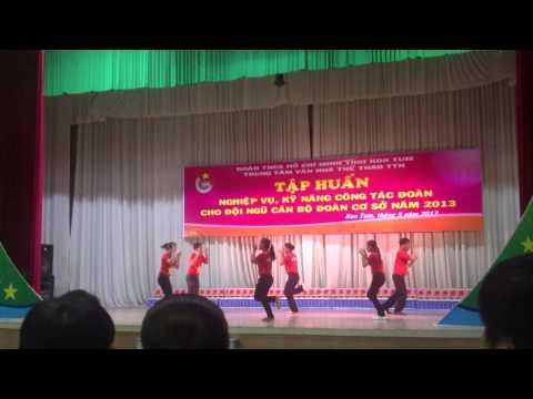 [Kon Tum] - Dân vũ Việt Nam ơi, Trống cơm, Nối vòng tay lớn (5/2013)