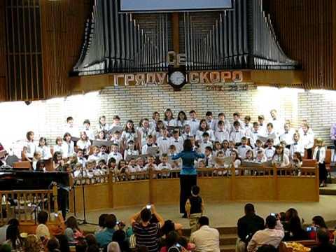 Hình ảnh trong video детский хор поёт об