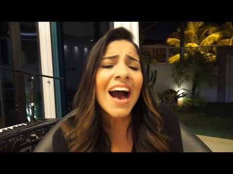 Gabriela Rocha cantando trecho da música