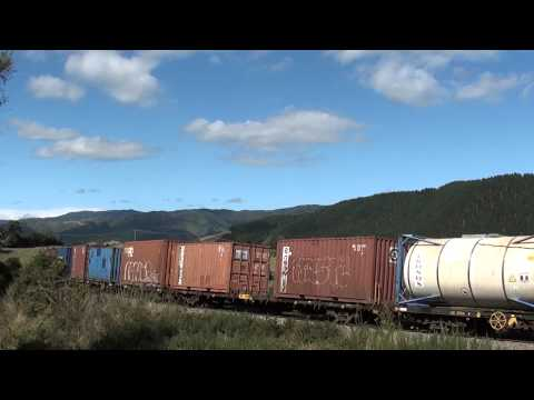 =DFB7241+DFT7092= FOREST LAKE -NZ Freight Train-