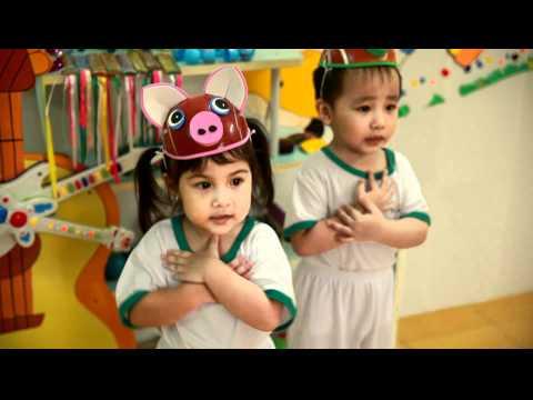 Bé Linh 3 tuổi nhún nhảy Chú Heo Đất - Bé iQ Thật Giỏi - www.beiqthatgioi.com
