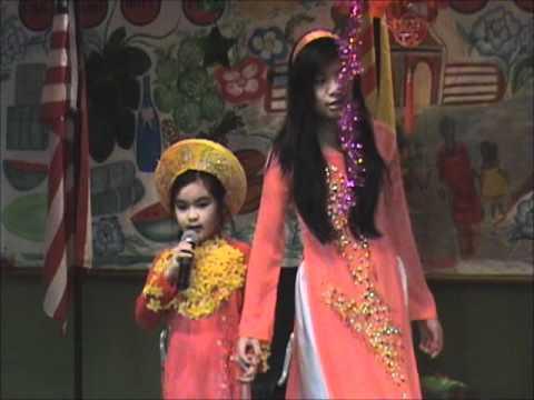 Em La Hoa Hong Nho - Tet 2012 - VNAY - part04