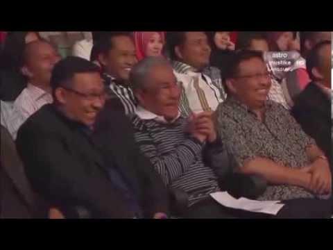 Menteri Ayam Tonton Maharaja Lawak Sambil Berjoget