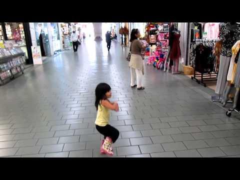 Be' Việt Nam 3 tuổi và GANGNAM STYLE - phong cách Gangnam