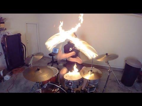 """Baterista usa  baquetas em FOGO para fazer cover da música """"Burn"""" de Ellie Goulding!!!"""