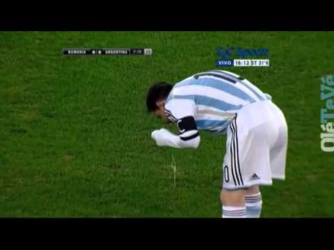 Lionel Messi vomita en Argentina Rumania - Messi vomits in friendly match