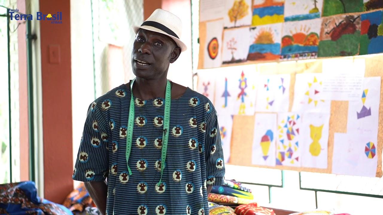 Visita pedagógica do senegalês Cheikh Faye à Escola Terra Brasil
