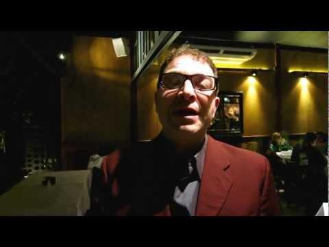 Vincenzo Protti falando a respeito dos vinhos