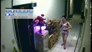 CCTV Gadis Vietnam Sambil Telepon Sambil Pegang Memek