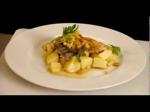Dušený kapr s pórkovou směsí a vařenými brambory
