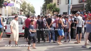 لحظة إصابة  شخص بالقرطاس عرض المواطنين وموظفي الشرطة لاعتداء عنيف بسيف و نقله إلى المستشفى بالبيضاء   |   بــووز