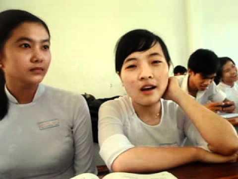 THPT Nguyễn Trãi TN 10-11 12A8 Như-Dung phát biểu chia tay