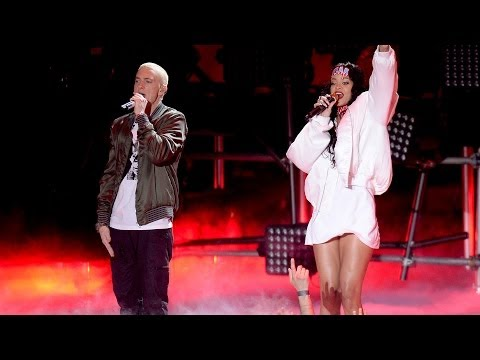 "Rihanna & Eminem ""The Monster"" Rocks 2014 MTV Movie Awards"