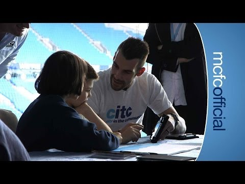 Negredo gives a Spanish Lesson to local kids