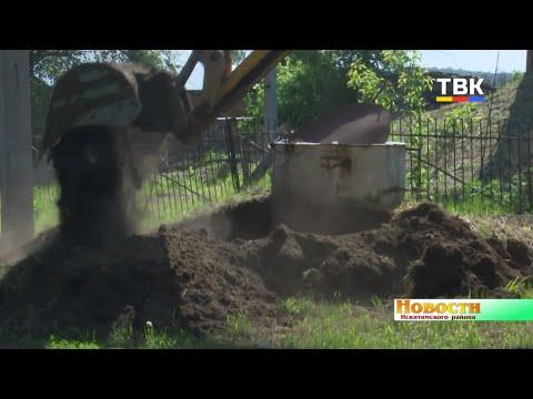 Коммунальщики Искитимского района избавляются от старых труб в с. Сосновка
