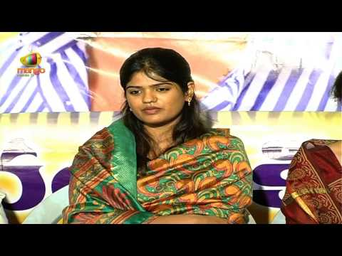 Uday Kiran's wife Vishita expressing her grief - Uday Kiran Memorial Service