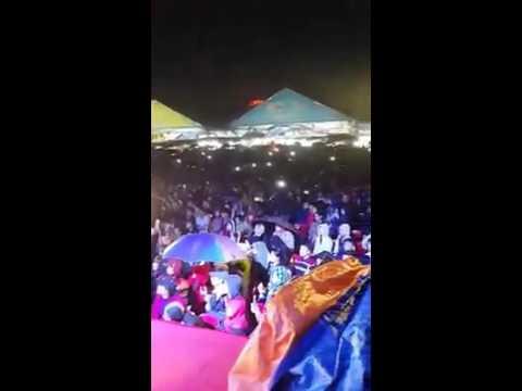 Sơn Tùng MTP Live Nắng ấm xa dần - Hội chợ 12/1 Live Show Sơn Tùng - Phi Nhung