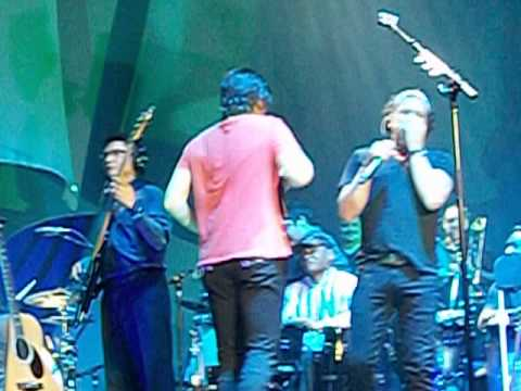 Las Mujeres ::  Carlos Vives feat Juanes :: Unplugged Tour Medellin ::