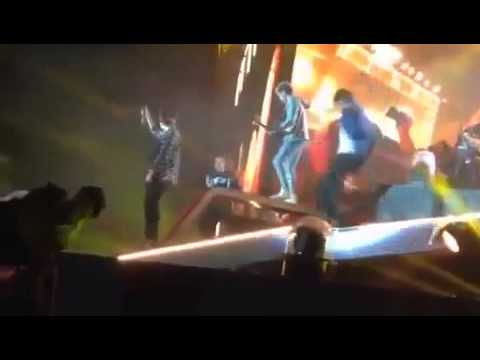 Liam Payne Falls on stage @ Croke Park Ireland WHERE WE ARE TOUR 2014