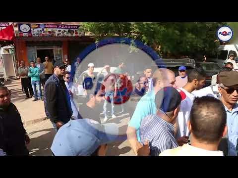 شاهد الأجواء أمام منزل الطالب حمزة ضحية مقهى بمراكش