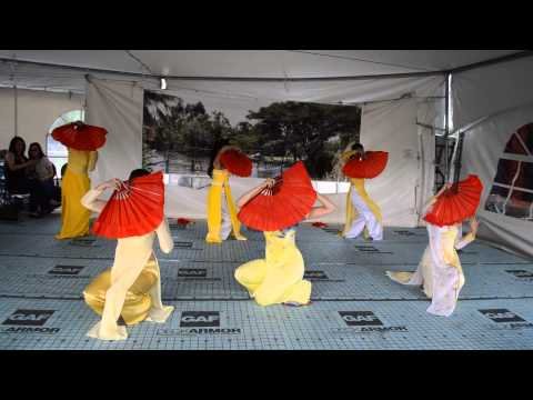 Q.eM: Xuan Va Tuoi Tre - Vietnamese Fan Dance (Mua Quat) Edm Heritage Fest 2014