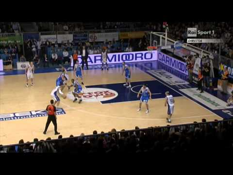 Nicolas Mazzarino hits a HUGE trey in the final minutes vs Sassari