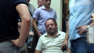 """У суді заяву захисту про операцію на серці Мельник """"підтвердив"""" пов'язкою нижче пояса"""