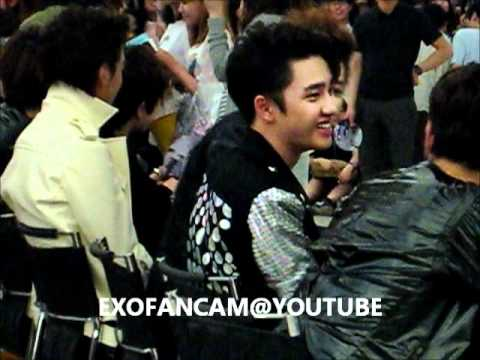 [Fancam] 120525 EXO M & K Fansign Event Happy Virus Team Fanservice (Chanyeol, D.O. Baekhyun)