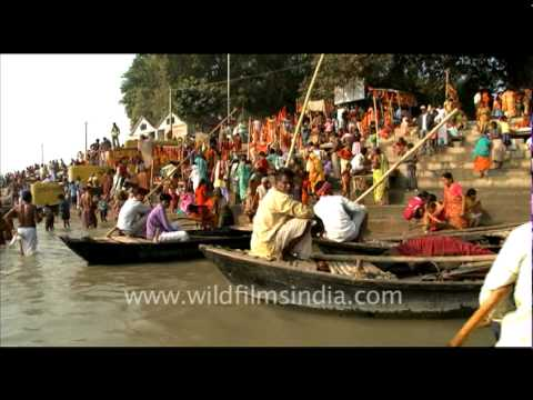 People bathing on the banks of Ganga, Sonepur Fair