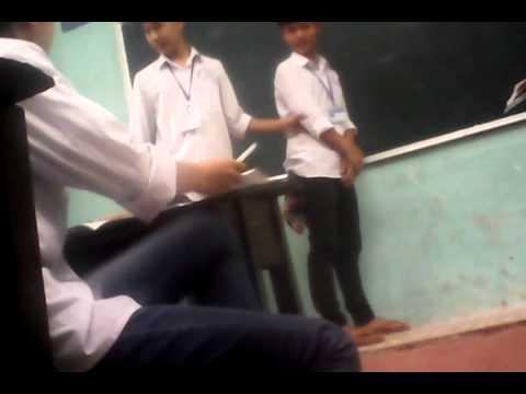 Học sinh bá đạo tụt quần sịp trứơc lớp