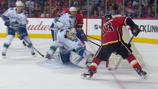 11/07/17 Condensed Game: Canucks @ Flames
