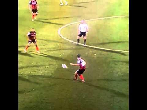 مضحك: لاعب يفقد شعره المستعار أثناء مباراة ليفربول