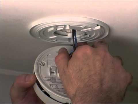 Replace Battery In Kidde 4973 Smoke Alarm Youtube