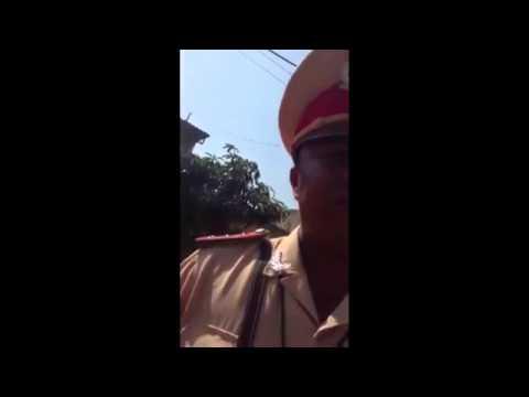 Tài xế cãi lý với cảnh sát giao thông - theo VnExpress.net