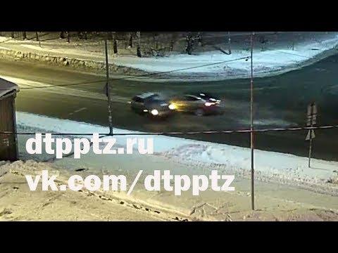 Вечером на улице Правды столкнулись ВАЗ и Ягуар. Три человека травмированы
