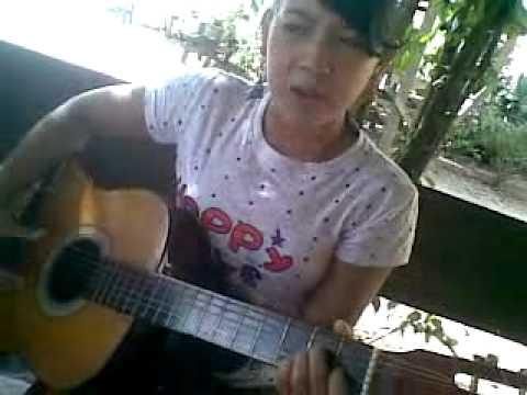 cewek main gitar