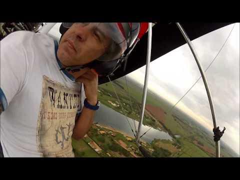 trike voando no fusquinha ultraleve