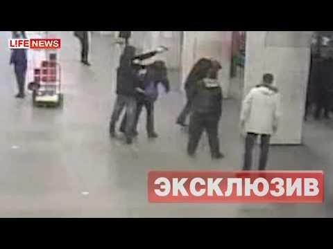 В метро из